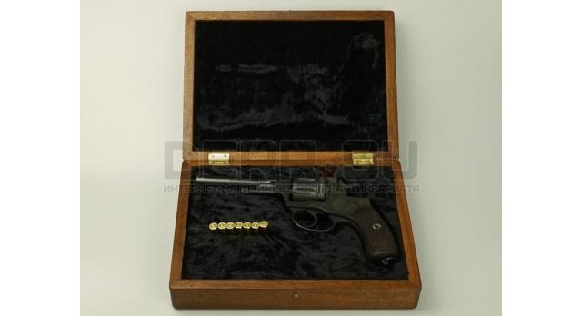 Подарочный футляр для револьвера Наган / Дерево с черным бархатом [п-97/2]
