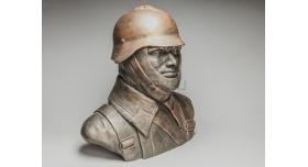 Бюст «Советский солдат в мотоциклетном шлеме»